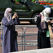 London, UK. 27 June 2019. UK Weather - burqa woman taking a selfies at the Hottest week in June 2019 at Buckingham Palace, London, UK