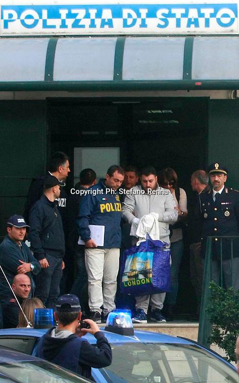 Torre Annunziata ( Napoli ) 14 ottobre 2015<br /> Minorenni utilizzati per la consegna della droga ed il ritiro dei soldi fuori alle scuole elementari di Boscoreale.<br /> Ph: Stefano Renna