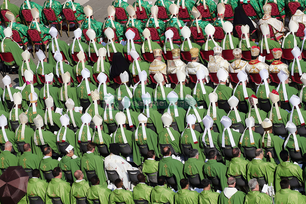 October 3,  2018  - Vatican City (Holy See)  POPE FRANCIS  celebrates mass for the opening of the 15th ordinary general assembly of the Synod of Bishops in St. Peter's Square at the Vatican  (Credit Image: © Evandro Inetti/ZUMA Wire)