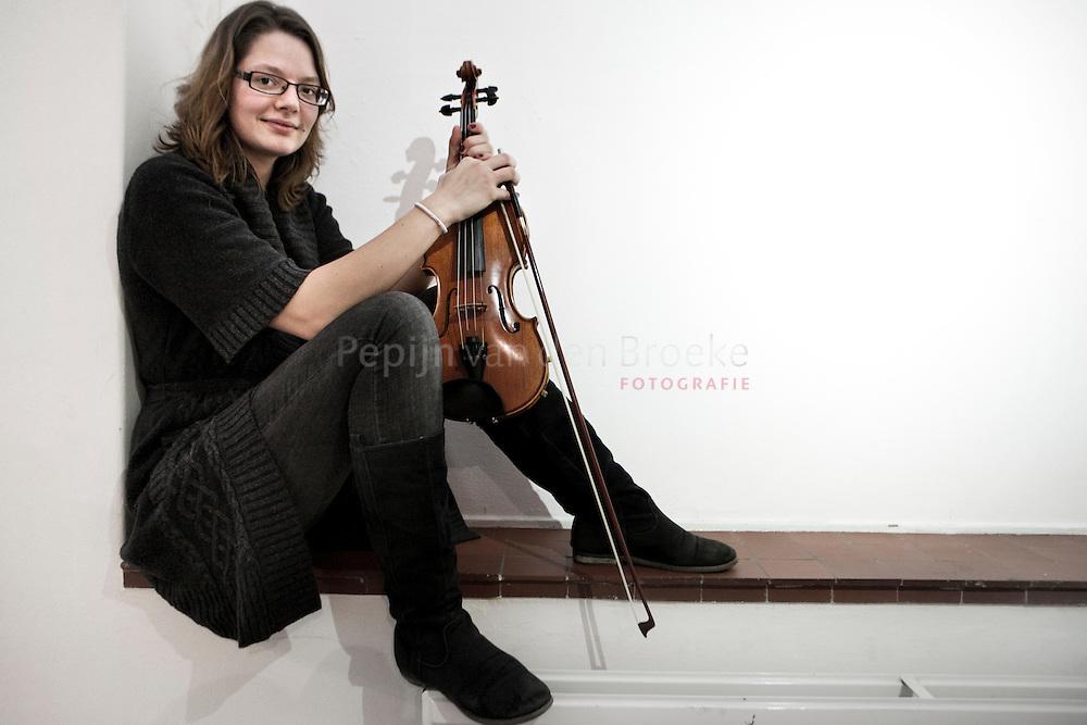 Groningen usva 20101103. violiste Suzanne Lankhorst (studente MBRT) heeft auditie gedaan voor het Nationaal Studenten Orkest. foto: pepijn van den broeke