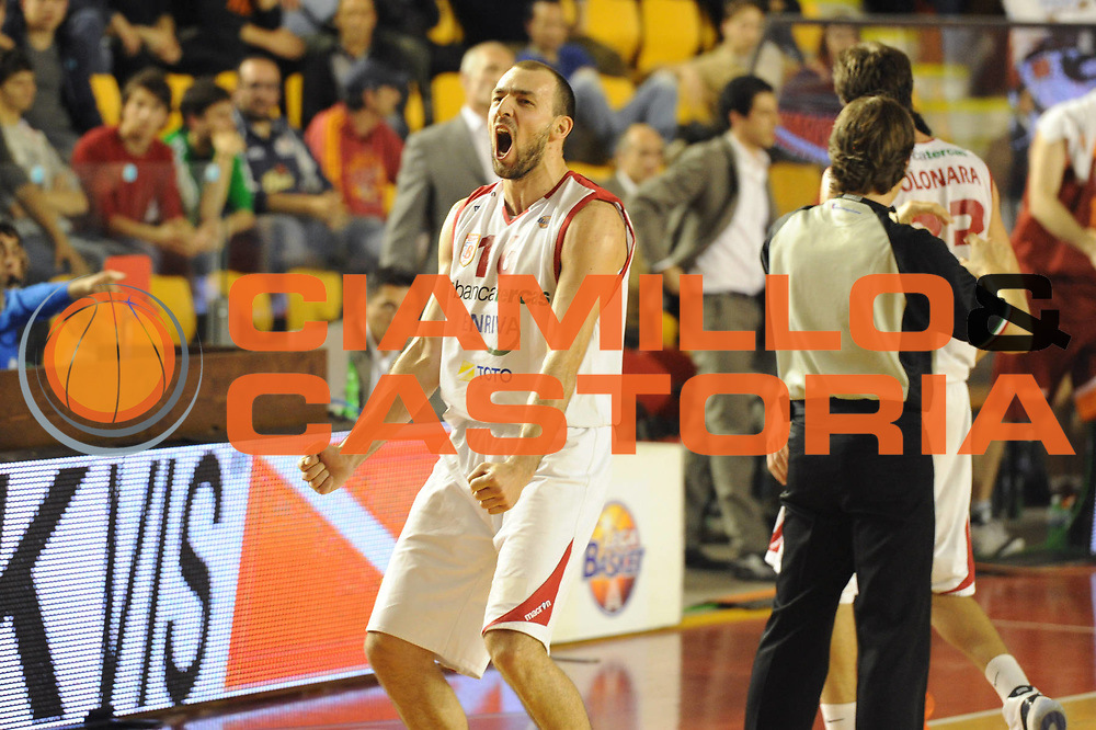 DESCRIZIONE : Roma Lega Basket A 2011-12  Acea Virtus Roma Banca Tercas Teramo<br /> GIOCATORE : Milos Borisov<br /> CATEGORIA : esultanza<br /> SQUADRA : Banca Tercas Teramo<br /> EVENTO : Campionato Lega A 2011-2012 <br /> GARA :Acea Virtus Roma  Banca Tercas Teramo<br /> DATA : 16/04/2012<br /> SPORT : Pallacanestro  <br /> AUTORE : Agenzia Ciamillo-Castoria/GiulioCiamillo<br /> Galleria : Lega Basket A 2011-2012  <br /> Fotonotizia : Roma Lega Basket A 2011-12 Acea Virtus Roma Banca Tercas Teramo<br /> Predefinita :