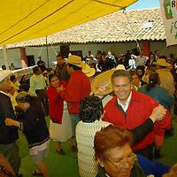 Almoloya de Juárez, Mex.- El profesor Fernando Zamora lider de la CNOP, Confederación Nacional de Organizaciones Populares del PRI convivió con gente de edad avanzada en este municipio. Agencia MVT / José Hernández. (DIGITAL)<br /> <br /> <br /> <br /> NO ARCHIVAR - NO ARCHIVE