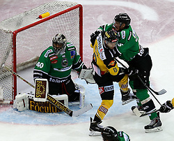 16.11.2014, Albert Schultz Eishalle, Wien, AUT, EBEL, UPC Vienna Capitals vs HDD TELEMACH Olimpija Ljubljana, 18. Runde, im Bild Andy Chiodo (HDD TELEMACH Olimpija Ljubljana) , Adam Naglich (UPC Vienna Capitals) Bostjan Groznik (HDD TELEMACH Olimpija Ljubljana) // during the Erste Bank Icehockey League 17th round match between UPC Vienna Capitals and HDD TELEMACH Olimpija Ljubljana at the Albert Schultz Ice Arena in Vienna, Austria on 2014/11/16. EXPA Pictures © 2014, PhotoCredit: EXPA/ Alexander Forst