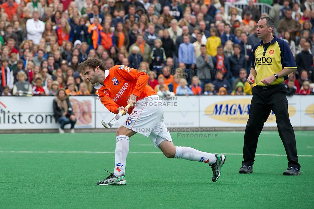 28-05-2011 HOCKEY: PLAY-OFF FINALE BLOEMENDAAL - AMSTERDAM: BLOEMENDAAL<br /> Rogier Hofman strafbal<br /> &copy;2011-WWW.FOTOHOOGENDOORN.NL / Peter Schalk