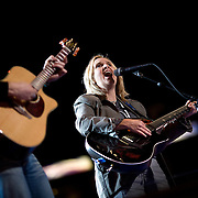 Melissa Etheridge conducts a sound check on the third day of the Democratic National Committee (DNC) Convention at the Pepsi Center in Denver, Colorado (CO) Wednesday, Aug. 27, 2008.  ..Photo by Khue Bui