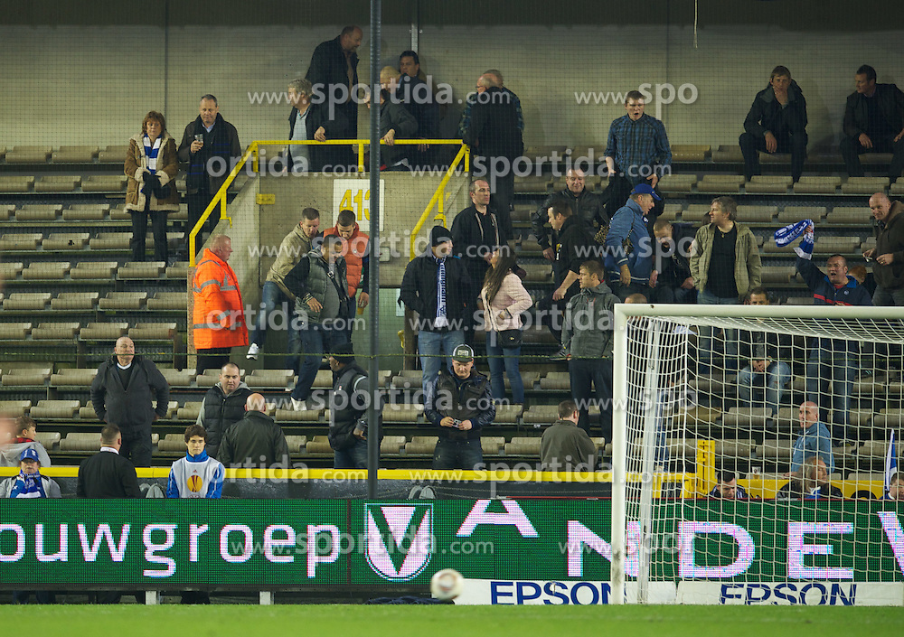 20.10.2011, Jan-Breydel Stadion, Bruegge, BEL, UEFA EL, Gruppe H, FC Bruegge (BEL) vs Birmingham City (ENG), im Bild  Birmingham City's supporters are let into the lower tier during the UEFA Europa League Group H match against Club Brugge at the Jan Breydelstadion. The tier was supposed to remain empty during the game.  // during UEFA Europa League group H match between FC Bruegge (BEL) vs Birmingham City (ENG), at Jan-Breydel Stadium, Brugge, Belgium on 20/10/2011. EXPA Pictures © 2011, PhotoCredit: EXPA/ Propaganda Photo/ David Rawcliff +++++ ATTENTION - OUT OF ENGLAND/GBR+++++