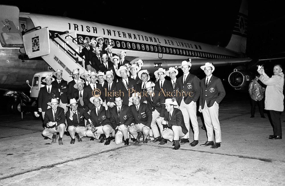 4/11/1967<br /> 11/4/1967<br /> 4 November 1967<br /> <br /> Australian Footballers leaving Dublin Airport