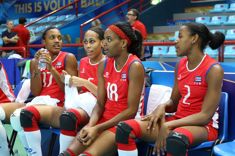 Young Cuba players wait for the start of the match