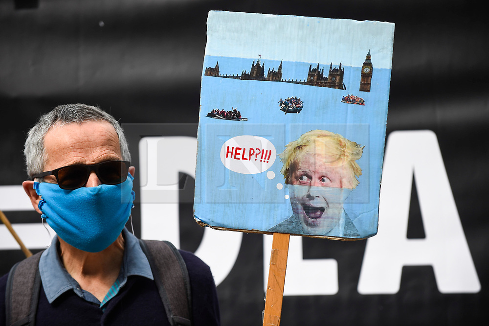 """© Licensed to London News Pictures. 06/09/2020. LONDON, UK.  An activist from Extinction Rebellion (XR) with a sign takes part in a """"Flood Alert"""" protest on the shore of the River Thames near Gabriel's Wharf on the South Bank to highlight the effects of climate change on rising sea levels.  Photo credit: Stephen Chung/LNP"""