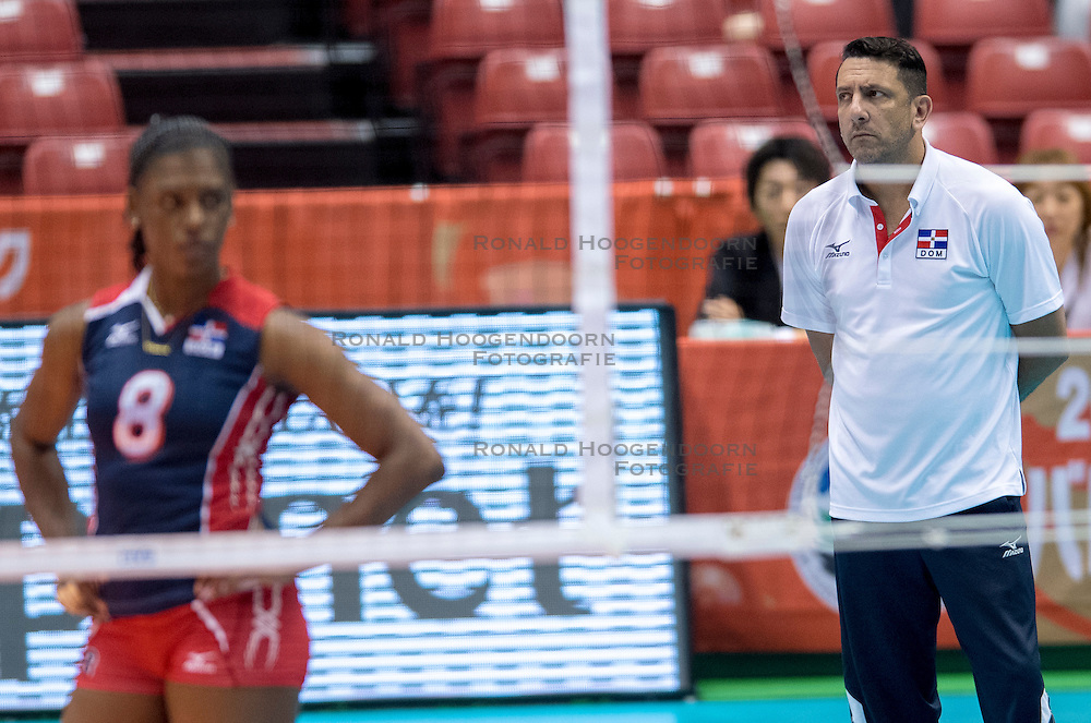 17-05-2016 JAP: OKT Dominicaanse Republiek - Italie, Tokio<br /> Italië verslaat Dominicaanse Republiek  met 3-0 / Coach Marcos Kwiek DOM