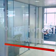 NLD/Den Haag/20061130 - Persrondleiding Nationaal Crisiscentrum Den Haag, toegang operationele ruimte
