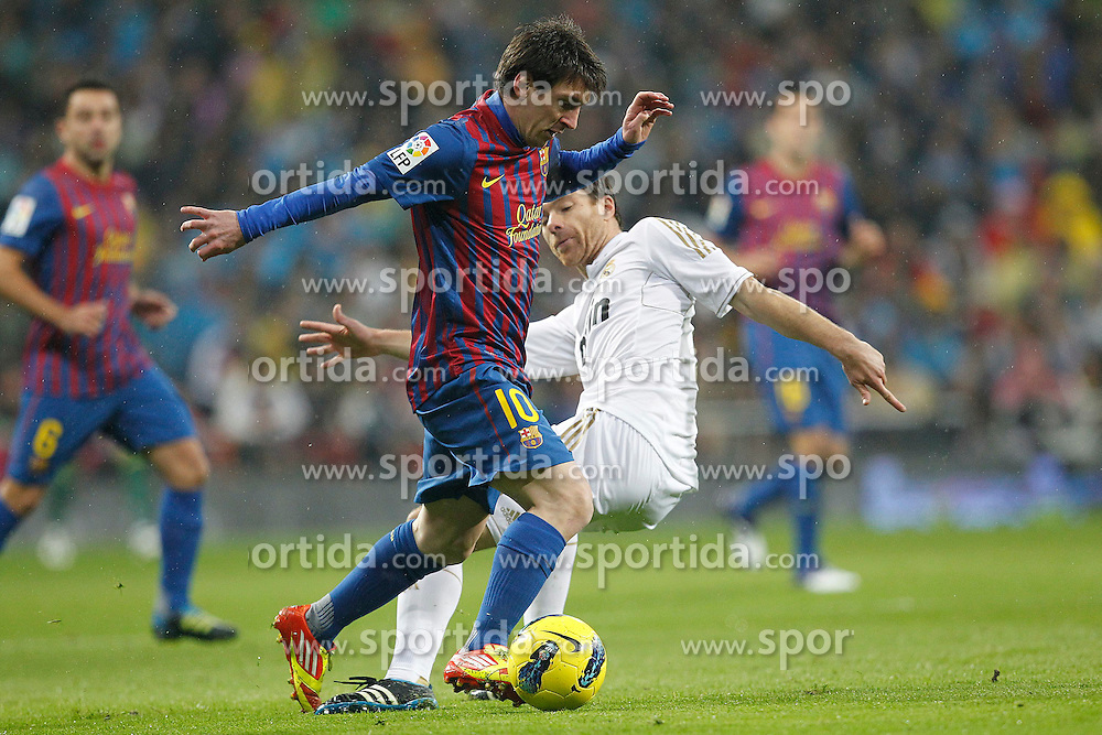 10.12.2011, Santiago Bernabeu Stadion, Madrid, ESP, Primera Division, Real Madrid vs FC Barcelona, 15. Spieltag, im Bild Real Madrid's Xabi Alonso and FC Barcelona's Lionel Messi // during the football match of spanish 'primera divison' league, 15th round, between Real Madrid and FC Barcelona at Santiago Bernabeu stadium, Madrid, Spain on 2011/12/10. EXPA Pictures © 2011, PhotoCredit: EXPA/ Alterphotos/ Alex Cid-Fuentes..***** ATTENTION - OUT OF ESP and SUI *****