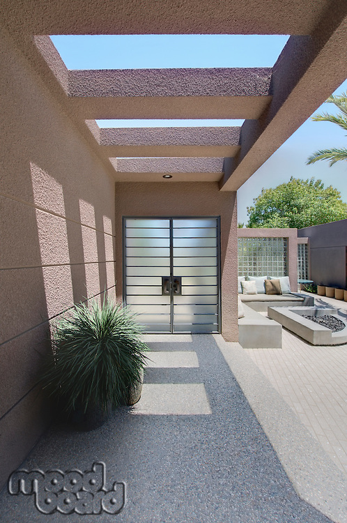 Front entrance with veranda of Californian home