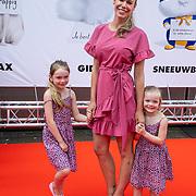 NLD/Amsterdam/20190602 - Familiepremière Huisdiergeheimen 2, Nicolette Kluijver met kinderen Jesse en Ana-Sofia