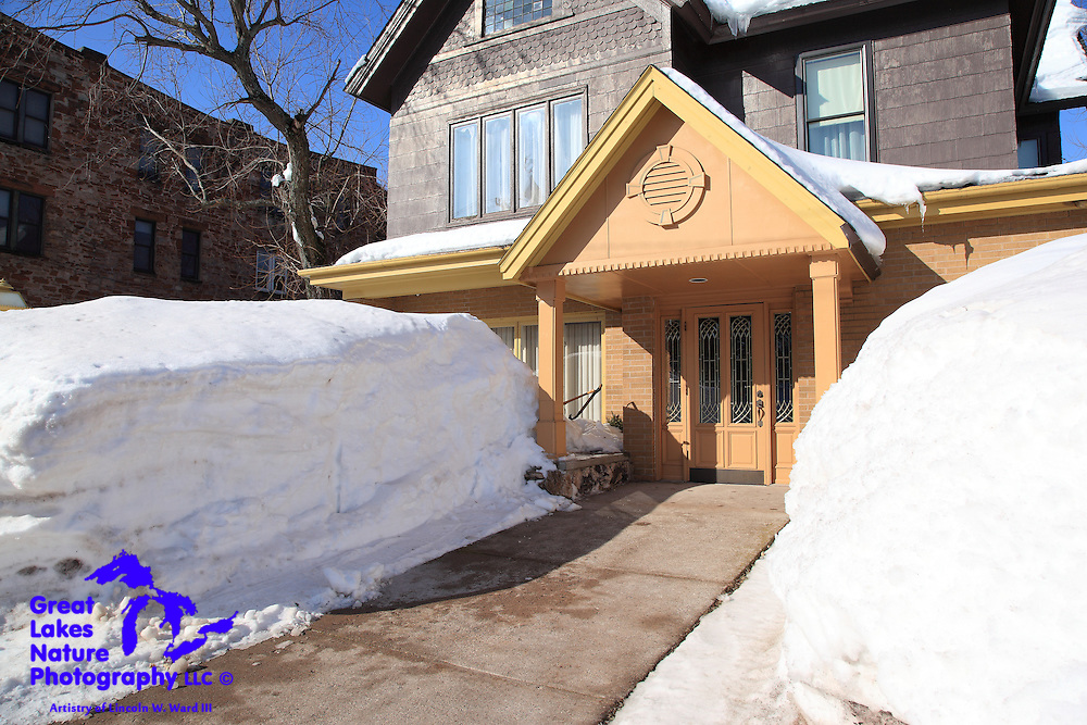 Some businesses must remain fully functional in all weather conditions. This Calumet funeral home has an impeccably clean front walk, despite the 7' snow banks that completely obscure its first floor windows.