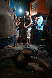 September 25, 2016 - Philippines - The mother of the man killed in Tondo, Manila, cries in grief as she watches her son's lifeless body. An alleged drug user was gunned down early Sunday morning in Tondo, Manila. The number of drug related killings has increased as the government continues its war on illegal drugs. (Credit Image: © J Gerard Seguia via ZUMA Wire)
