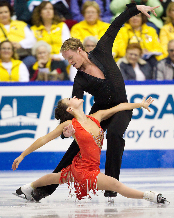 GJR364 -20111028- Mississauga, Ontario,Canada-  Madison Chock  and  Evan Bates of The United States skate their short program at Skate Canada International, in Mississauga Ontario, October 28, 2011.<br /> AFP PHOTO/Geoff Robins