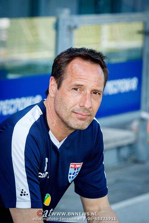 NLD/Zwolle/20180418 - Johnny de Mol onthult de nieuwe Eredivisiebal, trainer John van 't Schip