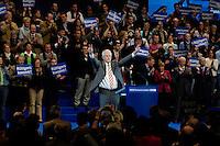 09 APR 2005 OBERHAUSEN/GERMANY:<br /> Juergen Ruettgers, CDU Landesvorsitzender und Spitzenkandidat NRW, vor Beginn seiner Rede, im Hintergrund: Peter Mueller (verdeckt), CDU, Ministerpraesident Saarland, Christian Wulff, CDU, Ministerpraesident Niedersachsen, Angela Merkel, CDU Bundesvorsitzende, Edmund Stoiber, CSU, Ministerpraesident Bayern, Roland Koch, CDU, Ministerpraesident Hessen, (v.L.n.R.), Wahlkampfauftaktveranstaltung zur Landtagswahl in Nordrhein-Westfalen, Koenig-Pilsener-Arena<br /> IMAGE: 20050409-01-078<br /> KEYWORDS: Peter Müller, Jürgen Rüttgers, Jubel, Applaus, applaudieren, klatschen