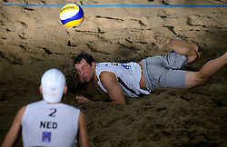 09-01-2011 VOLLEYBAL: CEV SATELLITE INDOOR BEACHVOLLEYBALL: AALSMEER<br /> The first CEV Indoor beachvolleyball tounament semi final NED-GER / Daan Spijkers<br /> ©2011-WWW.FOTOHOOGENDOORN.NL