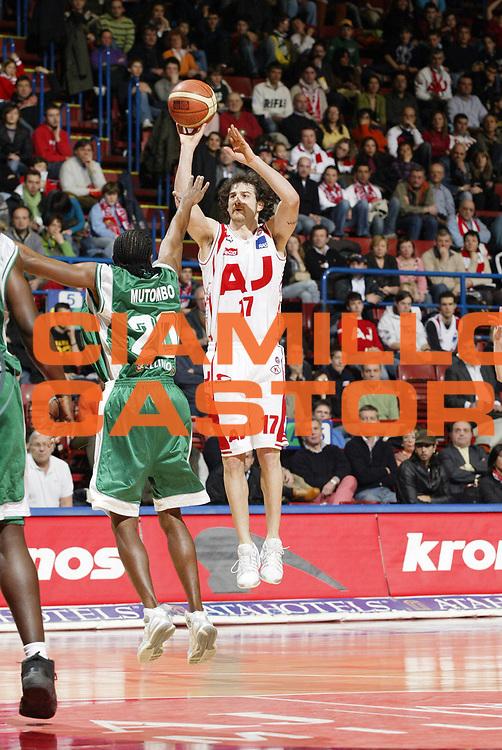 DESCRIZIONE : Milano Lega A1 2005-06 Armani Jeans Olimpia Milano Air Avellino<br /> GIOCATORE : Calabria<br /> SQUADRA : Armani Jeans Olimpia Milano<br /> EVENTO : Campionato Lega A1 2005-2006 <br /> GARA : Armani Jeans Olimpia Milano Air Avellino<br /> DATA : 12/03/2006 <br /> CATEGORIA : Tiro <br /> SPORT : Pallacanestro <br /> AUTORE : Agenzia Ciamillo-Castoria/G.Cottini <br /> Galleria : Lega Basket A1 2005-2006<br /> Fotonotizia : Milano Campionato Italiano Lega A1 2005-2006 Armani Jeans Olimpia Milano Air Avellino<br /> Predefinita :