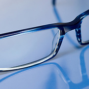 Nederland Barendrecht 24 augustus 2008 Foto: David Rozing ..Bril Brillen opticien slechtziend ..Wie zijn ogen op wil laten meten, kan het beste meerdere oogmetingen laten doen. Opticiens zitten er namelijk nogal eens naast, zo blijkt uit de Nationale Opticientest ..Foto David Rozing