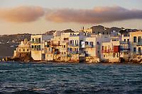 Grece, les Cyclades, Iles Egéennes, Ile de Mykonos, Ville de Chora, quartier d'Alefkandra, la Petite Venise, bar Café au bord de la mer // Greece, Cyclades, Mykonos island, Chora, Mykonos town, Alefkandra, Little Venice, cafe bar on the sea side