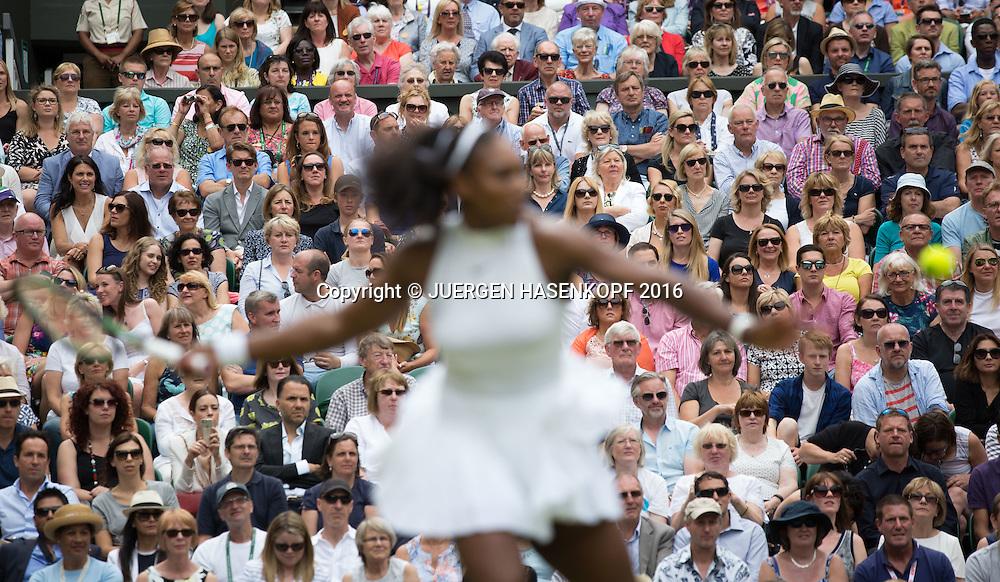 Zuschauer auf der Tribuene, SERENA WILLIAMS unscharf im Vordergrund,Damen Endspiel, Finale <br /> <br /> Tennis - Wimbledon 2016 - Grand Slam ITF / ATP / WTA -  AELTC - London -  - Great Britain  - 9 July 2016.
