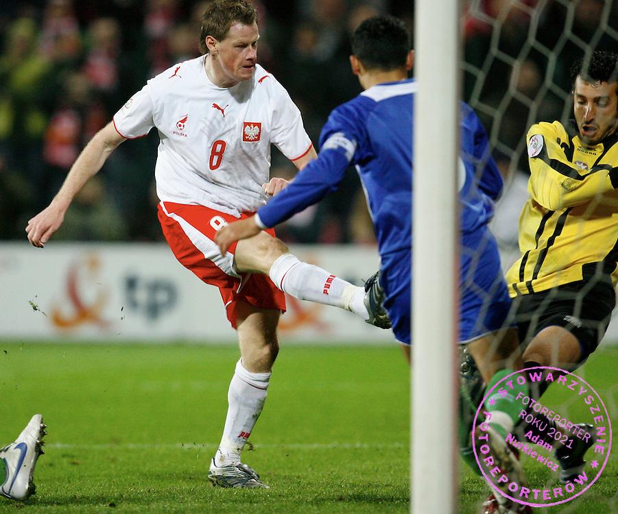 WARSAW 24/03/2007.POLAND _ AZERBAIJAN EURO 2008 GROUP G QUALIFIER .JACEK KRZYNOWEK SCORES GOAL FOR POLAND.FOT. PIOTR HAWALEJ / WROFOTO .