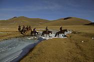 Mongolia. horse riding in winter near Shuranga rock, Uyanga area;  ovokangai     /   randonnée a cheval en hiver pres du rocher de Shuranga, region de Uyanga  ovokangai  Mongolie