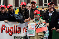 Roma 24 Novembre 2009.Ministero dell'Agricoltura.Gli agricoltori della Cia Confederazione italiana agricoltori manifestano per chiedere al governo interventi incisivi a favore di un settore messo in ginocchio dalla crisi economica..Rome 24 November 2009.Ministry of Agriculture.Farmers in the Italian Farmers Confederation Cia appear to demand the government far-reaching measures in favor of an industry brought to its knees by economic crisis,