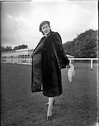 15/10/1952.10/15/1952.15 October 1952.Fashion: Miss Betty Cronin at Customs House and Phoenix Park, Dublin.