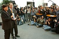 28 AUG 2003, BERLIN/GERMANY:<br /> Ulla Schmidt (L), SPD, Bundesgesundheitsministerin, und Prof. Bert Rurup (R), Vorsitzender der Kommission fuer die Nachhaltigkeit in der Finanzierung der sozialen Sicherungssysteme, waehrend der Uebergabe des Berichts der sog. Ruerup-Kommission, Bundesministerium fuer Gesundheit und soziale Sicherung<br /> IMAGE: 20030828-01-008<br /> KEYWORDS: Bert Rürup, Fotograf, Fotografen, Journalist, Journalisten, Kamera, Camera, Übergabe