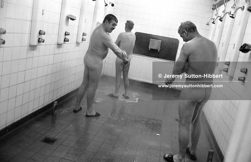 AT THE END OF THEIR TEN HOURS SHIFT THE MINERS SCRUB UP IN THE SHOWER BLOCK. LONGANNET COLLIERY, NEAR CULROSS. SCOTLAND, APRIL, 2001.