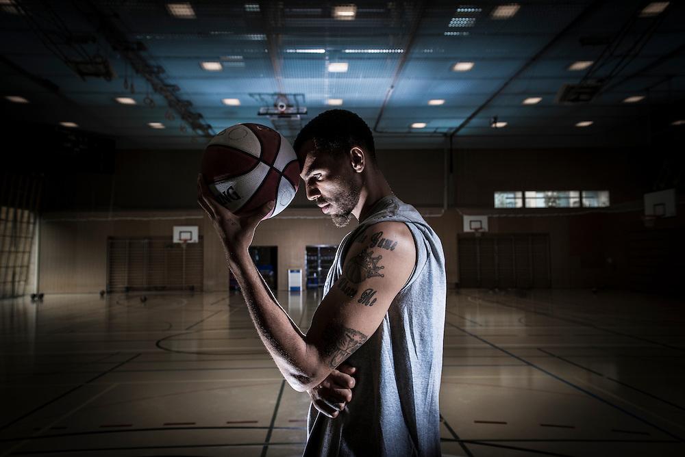 Thabo Sefolosha,  joueur de basket-ball suisse evoluant dans le club Oklahoma City Thunder. Blonay, Juillet 2014 ©  Fred Merz | lundi13