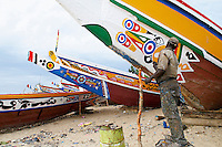 "Senegal, Petite cote, Port de peche de Mbour. Peintre. // Senegal, Mbour fish harbour on the ""petite cote"" (small coast). Painter."