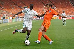 16-06-2006 VOETBAL: FIFA WORLD CUP: NEDERLAND - IVOORKUST: STUTTGART <br /> Oranje won in Stuttgart ook de tweede groepswedstrijd. Nederland versloeg Ivoorkust met 2-1 / Emmanuel Eboue<br /> ©2006-WWW.FOTOHOOGENDOORN.NL