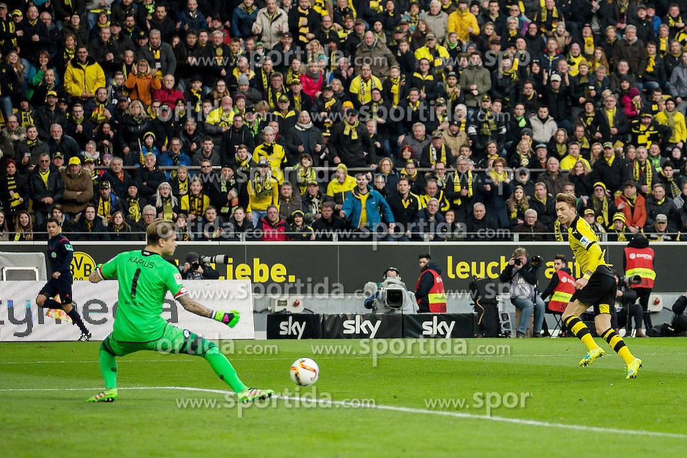 13.03.2016, Signal Iduna Park, Dortmund, GER, 1. FBL, Borussia Dortmund vs 1. FSV Mainz 05, 26. Runde, im Bild Marco Reus (Borussia Dortmund #11) mit dem Fuehrungs Tor zum 1:0 gegen Torwart Loris Karius (FSV Mainz 05 #1) // during the German Bundesliga 26th round match between Borussia Dortmund and 1. FSV Mainz 05 at the Signal Iduna Park in Dortmund, Germany on 2016/03/13. EXPA Pictures &copy; 2016, PhotoCredit: EXPA/ Eibner-Pressefoto/ Schueler<br /> <br /> *****ATTENTION - OUT of GER*****