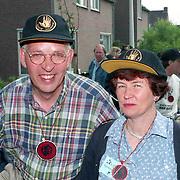 NLD/Vlijmen/19940612 - Sponsortocht Lilianefonds Vlijmen, weerman John Bernard en partner