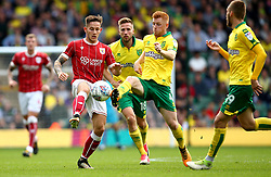 Josh Brownhill of Bristol City challenges Harrison Reed of Norwich City - Mandatory by-line: Robbie Stephenson/JMP - 23/09/2017 - FOOTBALL - Carrow Road - Norwich, England - Norwich City v Bristol City - Sky Bet Championship