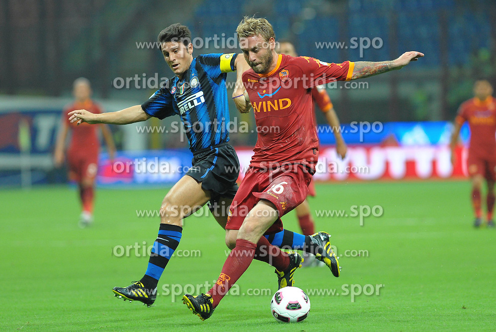 21.08.2010, Stadio Giuseppe Meazza, Mailand, ITA, Supercoppa Italiana 2010., Inter Mailand vs AS Rom, im Bild javier zanetti (inter) e daniele de rossi (roma).EXPA Pictures © 2010, PhotoCredit: EXPA/ InsideFoto/ Massimo Oliva +++++ ATTENTION - FOR AUSTRIA AND SLOVENJA  CLIENT ONLY +++++.. / SPORTIDA PHOTO AGENCY