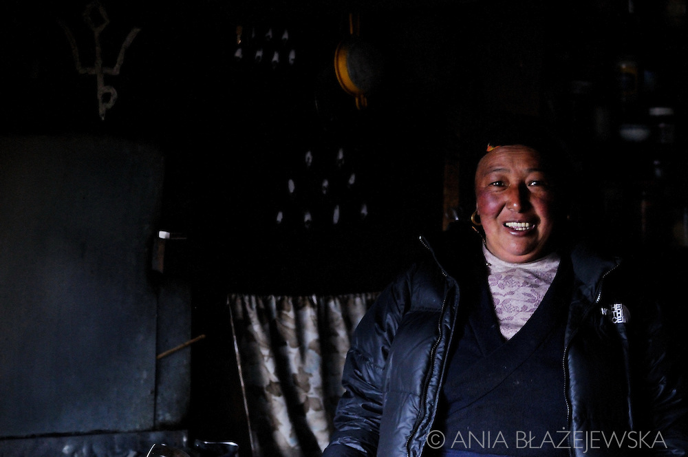 Nepal, Dingboche. Portrait of a smiling Sherpa woman.