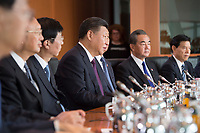 05 JUL 2017, BERLIN/GERMANY:<br /> Xi Jinping (M), Staatspraesident der Volksrepublik China, zu Beginn eines Treffens mit Bundeskanzlerin M erkel, Kleiner Kabinettsaal, Bundeskanzleramt<br /> IMAGE: 20170705-01-023