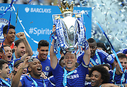 Chelsea's John Terry lifts  Barclays premier league trophy - Photo mandatory by-line: Alex James/JMP - Mobile: 07966 386802 - 24/05/2015 - SPORT - Football - London - Stamford Bridge - Chelsea v Sunderland - Barclays Premier League