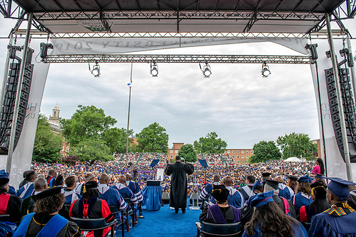 A wide shot of Kasim Reed speaking onstage at Commencement.
