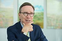 19 JUL 2016, BERLIN/GERMANY:<br /> Matthias Wissmann, Praesident Verband der Automobilindustrie, VDA, waehrend einem Interview, Geschaeftsräume des VDA<br /> IMAGE: 20160719-01-027