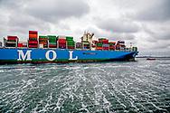 Nederland Rotterdam 19 mei 2017 Aankomst MOL Triumph het eerste containerschip met een capaciteit van meer dan 20.000 TEU . COPYRIGHT ROBIN UTRECHT<br /> Netherlands Rotterdam May 19, 2017 Arrival MOL Triumph is the first container ship with a capacity of more than 20,000 TEU. COPYRIGHT ROBIN UTRECHT