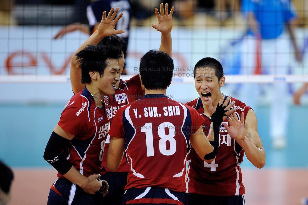 08-07-2010 VOLLEYBAL: WLV NEDERLAND - ZUID KOREA: EINDHOVEN<br /> Nederland verslaat Zuid Korea met 3-0 / Hak Min Kim en Sung Min Moon<br /> &copy;2010-WWW.FOTOHOOGENDOORN.NL