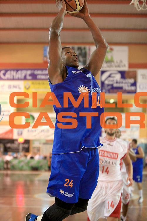 DESCRIZIONE : Trani Memorial Antonio Cezza A 2010-11 Scavolini Siviglia Pesaro Enel Brindisi<br /> GIOCATORE :Yakhouba Diawara <br /> SQUADRA : Enel Brindisi<br /> EVENTO : Campionato Lega A 2010-2011 <br /> GARA : Scavolini Siviglia Pesaro Enel Brindisi<br /> DATA : 19/09/2010<br /> CATEGORIA : tiro penetrazione<br /> SPORT : Pallacanestro <br /> AUTORE : Agenzia Ciamillo-Castoria/C.De Massis<br /> Galleria : Lega Basket A 2010-2011 <br /> Fotonotizia : Trani Memorial Antonio Cezza A 2010-11 Scavolini Siviglia Pesaro Enel Brindisi<br /> Predefinita :