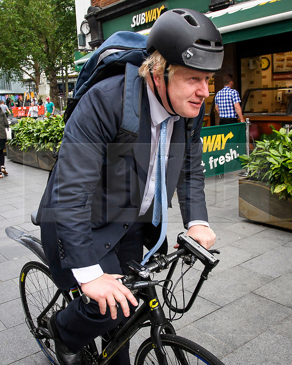 © Licensed to London News Pictures. 21/06/2016. London, UK. Former Mayor of London and 'Vote Leave' campaigner BORIS JOHNSON leaves LBC radio Studio in central London after appearing on talk radio. The UK is due to go to the ballot box later this week in a referendum on membership of the EU Photo credit: Ben Cawthra/LNP